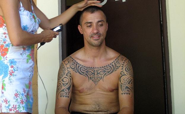 2007 liam getting haircut