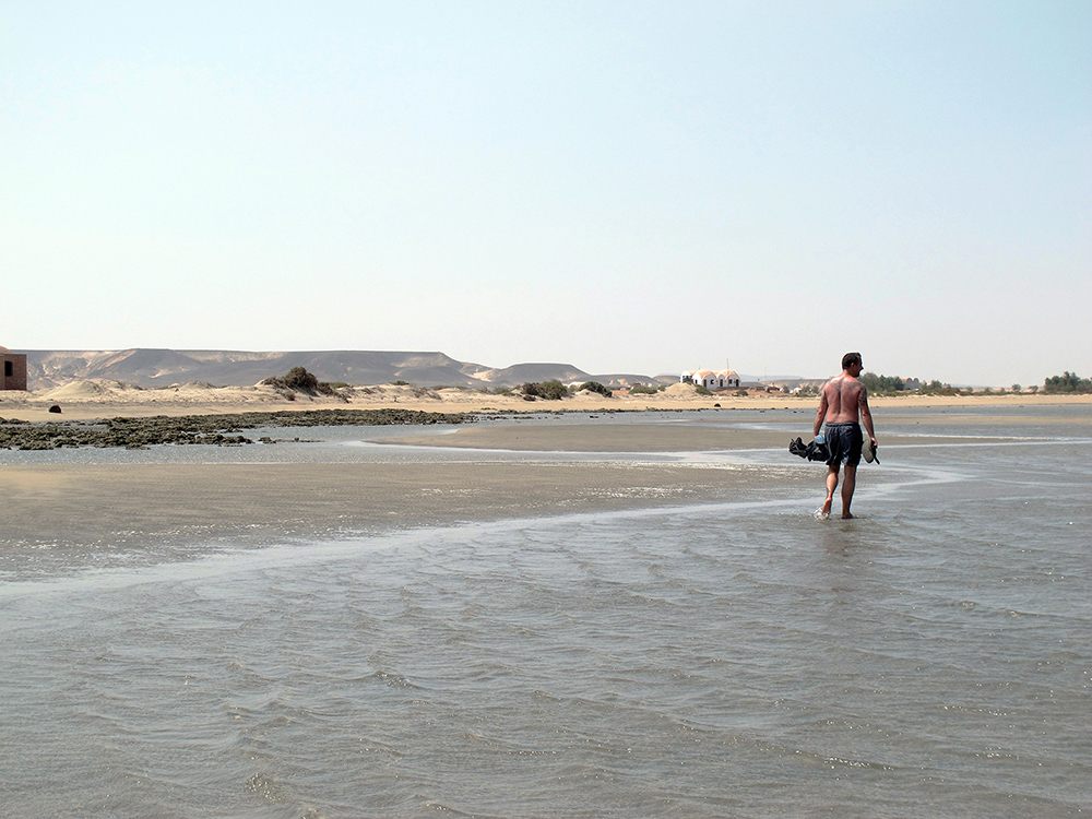 2016-liam-on-egypt-beach-3