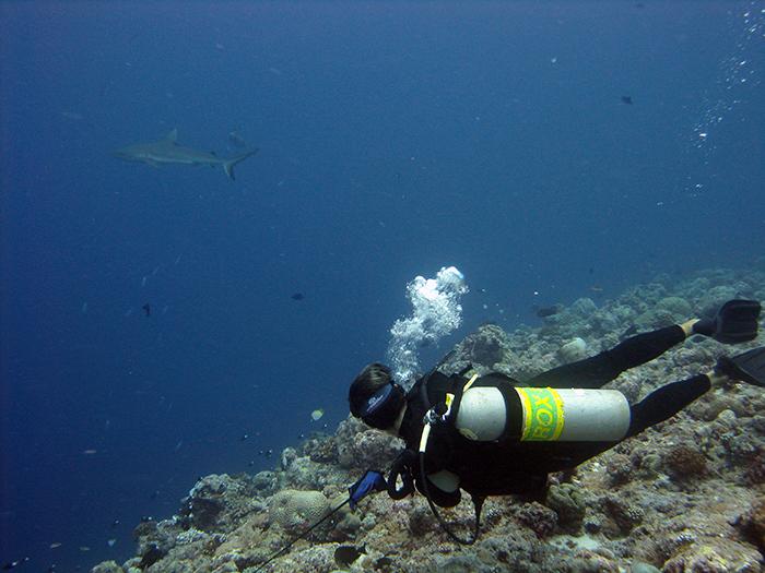 2008-liam-on-reef-hook-in-palau